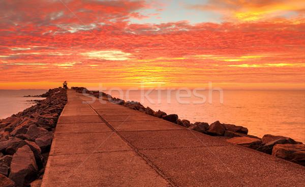 Sansasyonel kırmızı gündoğumu ayakta canlı Stok fotoğraf © lovleah