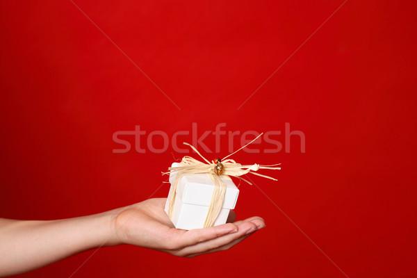 Sunmak çocuk küçük hediye palmiye el Stok fotoğraf © lovleah