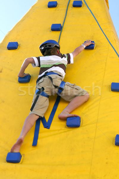 Chłopca wspinaczki ściany młodych zwinny dziecko Zdjęcia stock © lovleah