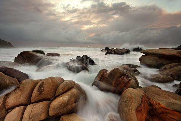 Zdjęcia stock: Ocean · wyblakły · skał · dobrze · plaży · chmury