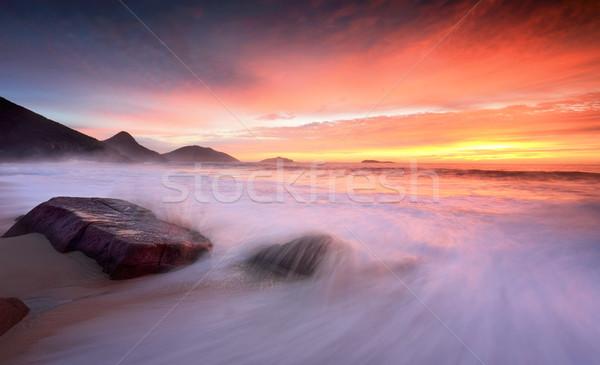 Okyanus gündoğumu büyük dalgalar yıkamak plaj Stok fotoğraf © lovleah