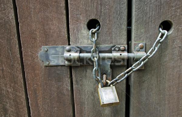 Asma kilit zincir ahşap arka plan çelik Stok fotoğraf © luapvision