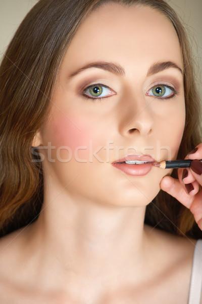Makijaż warga farbują młoda kobieta zielone oczy długo Zdjęcia stock © lubavnel