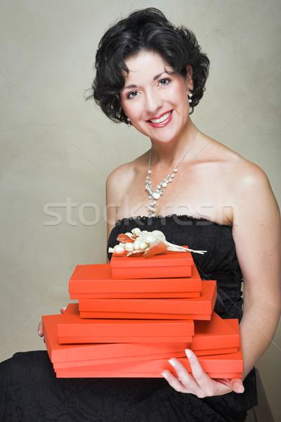 Mujer rojo cajas mujer hermosa pequeño vestido negro Foto stock © lubavnel