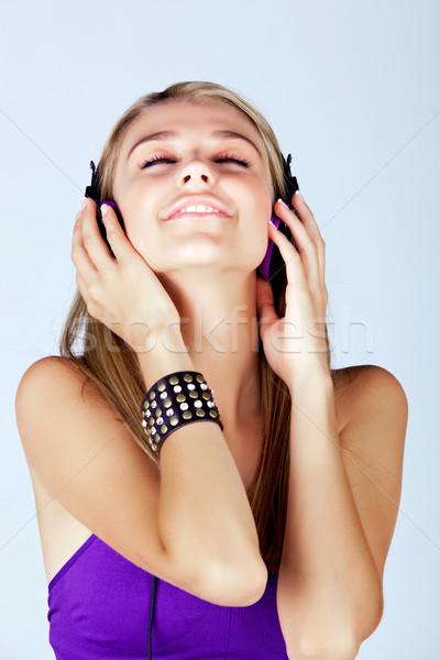 Ascoltare musica bella giovani donna Foto d'archivio © lubavnel