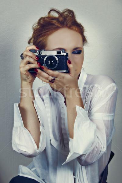 Klasszikus fotós fiatal nő fehér póló Stock fotó © lubavnel