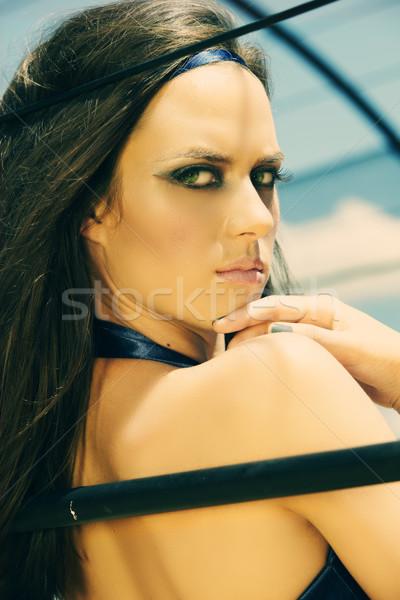 Piękna kobieta patrząc ramię piękna młoda kobieta długo Zdjęcia stock © lubavnel