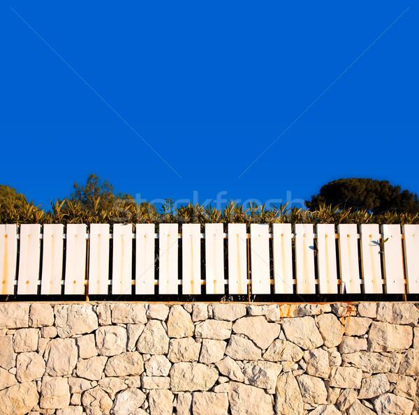 Blanco cerca muro de piedra cielo azul rústico pared Foto stock © lubavnel