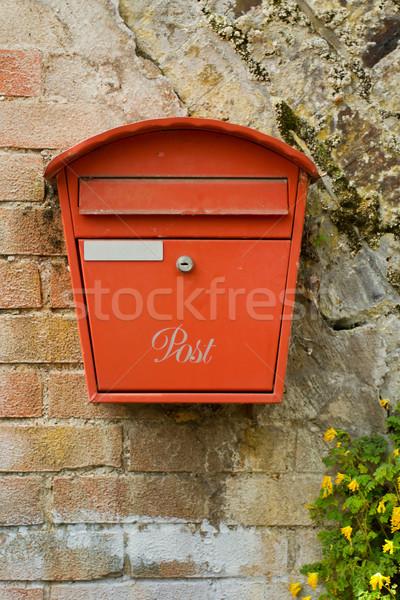 Vermelho metal postar caixa velho parede de tijolos Foto stock © lucielang