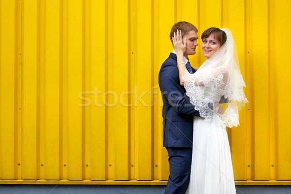 Novia novio pared amarillo amor Foto stock © luckyraccoon