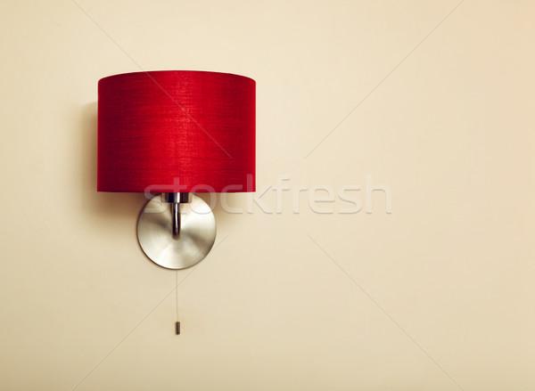 Foto simples lâmpada vermelho bege parede Foto stock © luckyraccoon