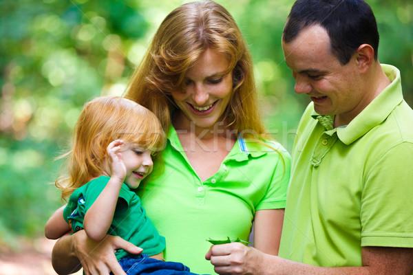 Retrato familia feliz parque aire libre tiro sonrisa Foto stock © luckyraccoon