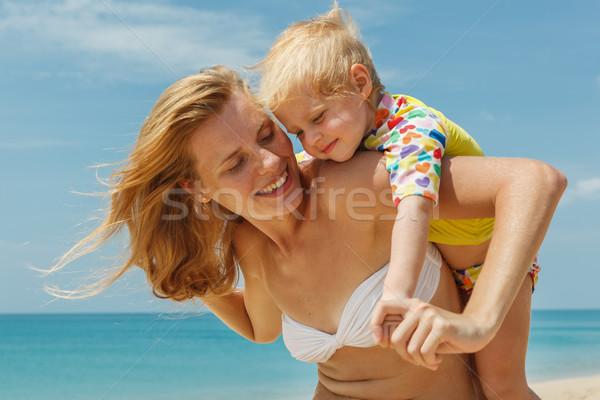 Anne küçük güzel kız bebek deniz Stok fotoğraf © luckyraccoon