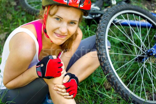 ストックフォト: 若い女性 · オフ · マウンテンバイク · 少女 · 手 · スポーツ