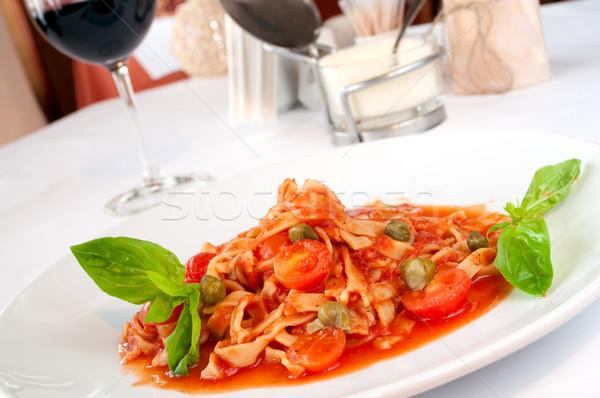 Hizmet yukarı sos kiraz domates şarap Stok fotoğraf © luckyraccoon