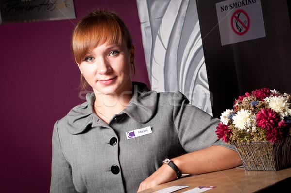Recepcionista recepción escritorio jóvenes mujer sonriente mujeres Foto stock © luckyraccoon