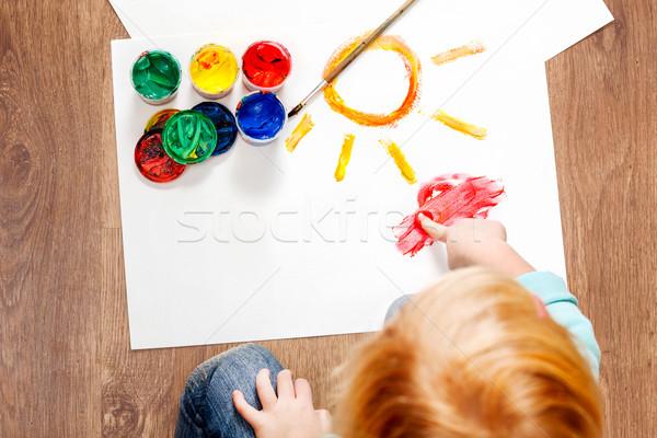 Cute piccolo ragazza pittura pennello Foto d'archivio © luckyraccoon