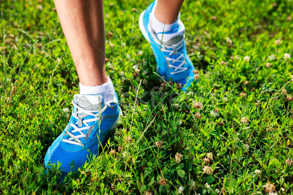 Chaussures de course herbe fitness chaussures exercice énergie Photo stock © luckyraccoon