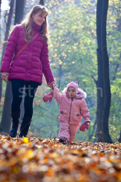 Bebé madre parque cute pequeño naturaleza Foto stock © luckyraccoon