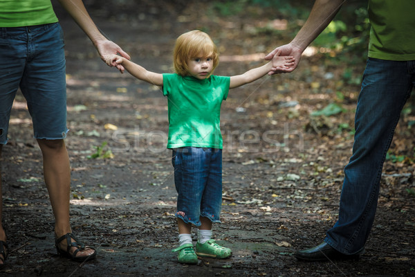Triest naar meisje ouders outdoor shot Stockfoto © luckyraccoon