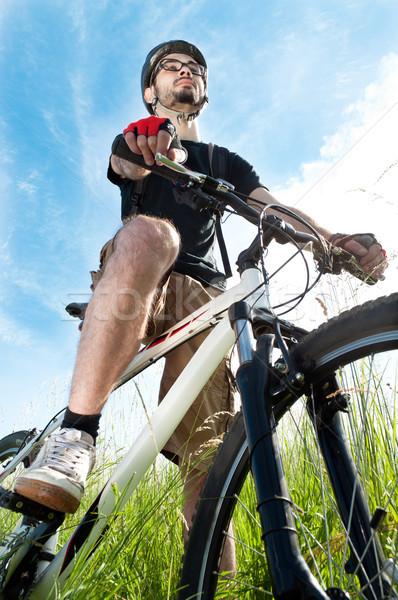 человека верховая езда горных велосипедов небе улыбка счастливым Сток-фото © luckyraccoon