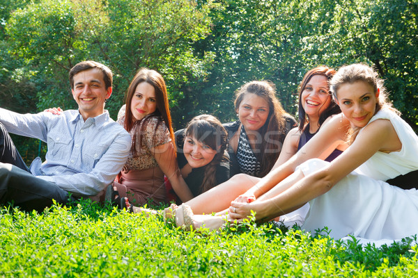 Jóvenes feliz a la gente parque feliz estudiantes Foto stock © luckyraccoon
