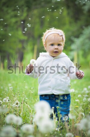 Outdoor portret cute weinig baby gras Stockfoto © luckyraccoon