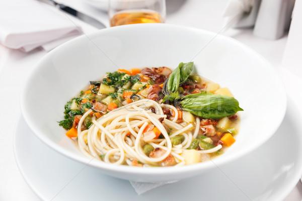Hühnersuppe Pasta Gemüse Hintergrund Küchenchef Platte Stock foto © luckyraccoon