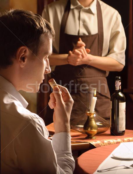молодым человеком пробка бутылку вина человека свечу обеда Сток-фото © luckyraccoon