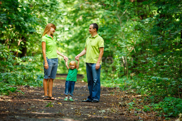 Ritratto famiglia felice parco outdoor shot sorriso Foto d'archivio © luckyraccoon