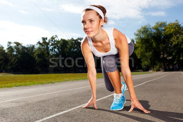 Portret mooie vrouw klaar start lopen lichaam Stockfoto © luckyraccoon