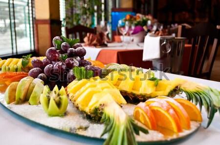 Mezcla de frutas naranja restaurante mesa azul grupo Foto stock © luckyraccoon