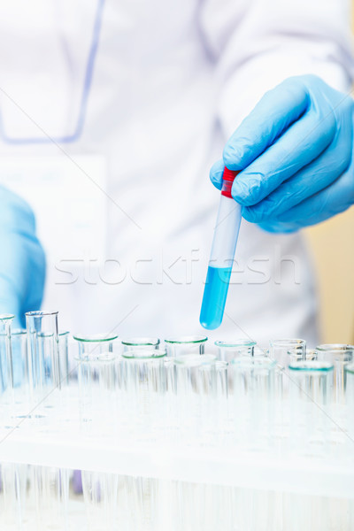Cientista trabalhando lab mãos Foto stock © luckyraccoon