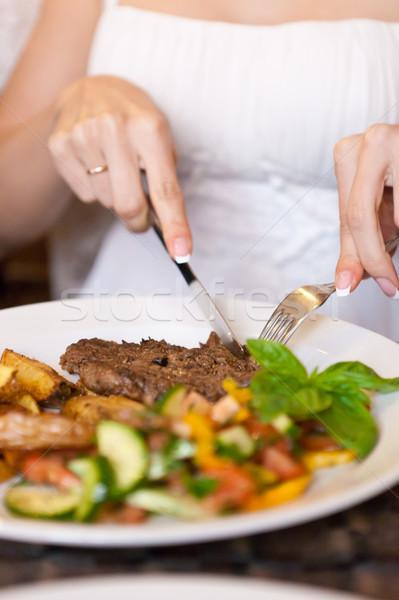 Kadın yeme restoran eller tablo Stok fotoğraf © luckyraccoon