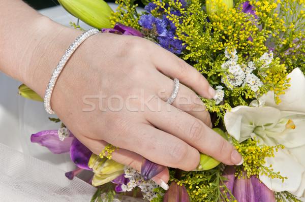 Bela mulher mão mulher buquê flores Foto stock © luiscar