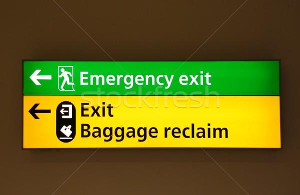 Segni aeroporto verde emergenza uscire giallo Foto d'archivio © luissantos84