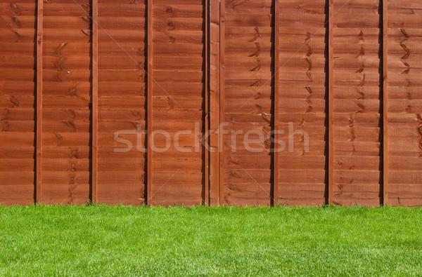 Udvar kert káprázatos zöld fű fából készült kerítés Stock fotó © luissantos84