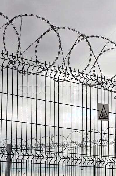 Alambre de púas circular cerca metal negro cadena Foto stock © luissantos84