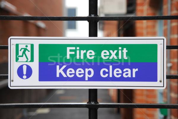 Tűz kijárat jelzés kijárat felirat akasztás fémes Stock fotó © luissantos84