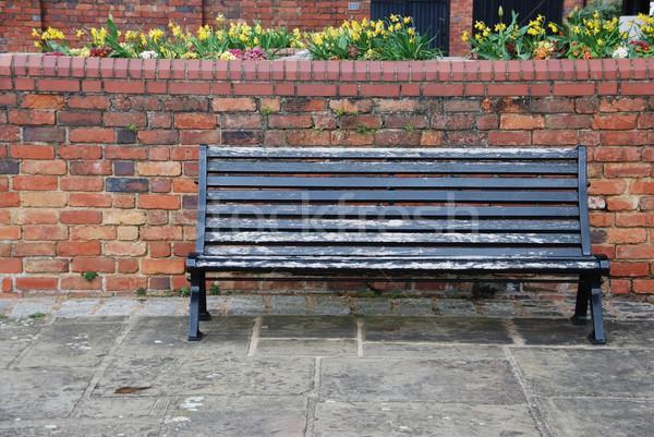 Сток-фото: тротуаре · скамейке · красивой · сцена · кирпичная · стена
