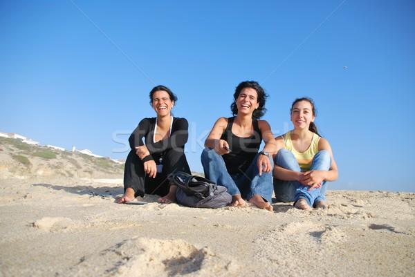 Sorridere sorelle spiaggia foto vacanze famiglia Foto d'archivio © luissantos84