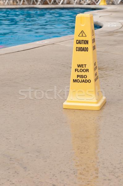 Mojado piso signo amarillo precaución resbaladizo Foto stock © luissantos84