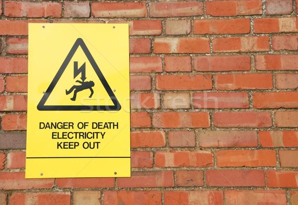 высокое напряжение знак опасность желтый кирпичная стена здании Сток-фото © luissantos84