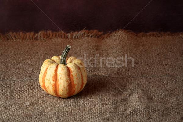 Foto stock: Abóbora · outono · abóboras · folhas · madeira
