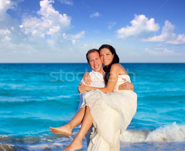 çift sevmek sarılmak mavi deniz tatil Stok fotoğraf © lunamarina