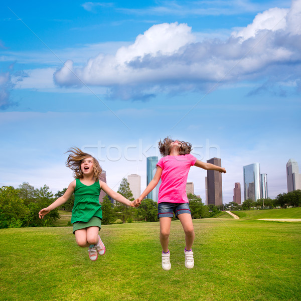 два девочек друзей прыжки счастливым Сток-фото © lunamarina