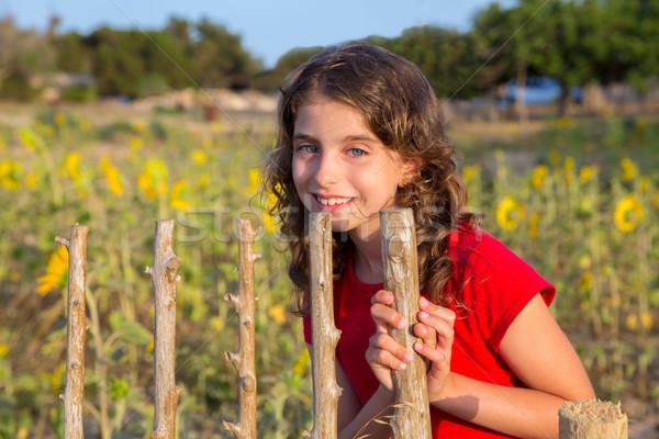 Foto d'archivio: Sorridere · agricoltore · ragazza · girasoli · campo