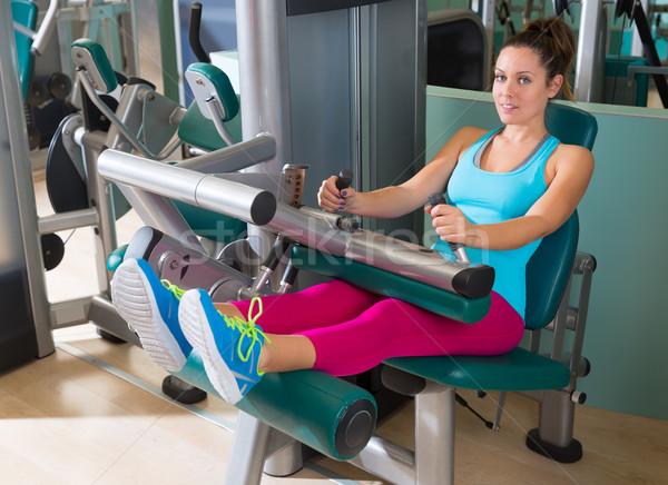 Tornaterem ülő láb gép testmozgás nő Stock fotó © lunamarina