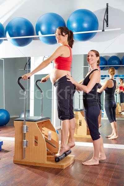 Foto stock: Mulher · grávida · pilates · tendão · exercer · cadeira · ginásio