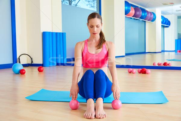 Pilates mujer arena ejercicio entrenamiento Foto stock © lunamarina